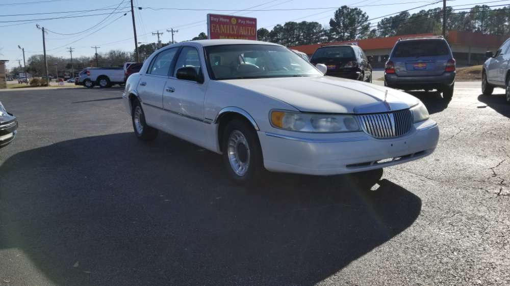 Lincoln Town Car 2001 White