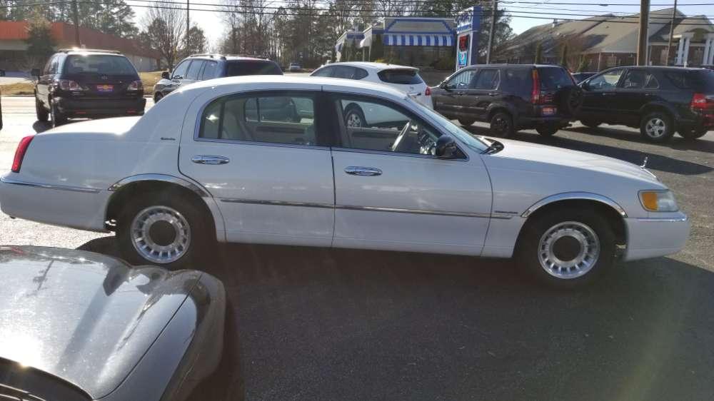 Lincoln Town Car 2001 White