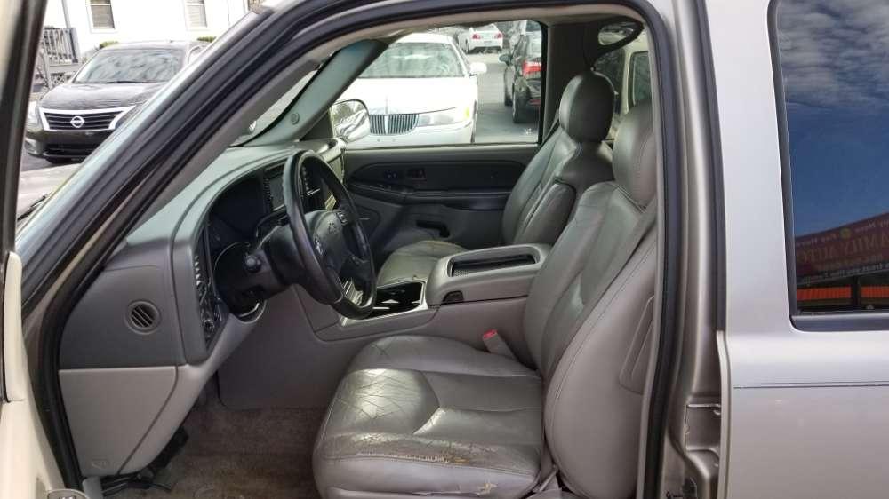 Chevrolet Suburban 2003 Beige