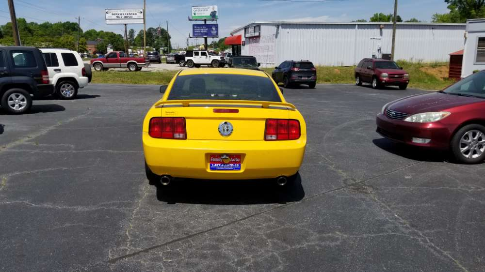 Ford Mustang 2006 Yellow